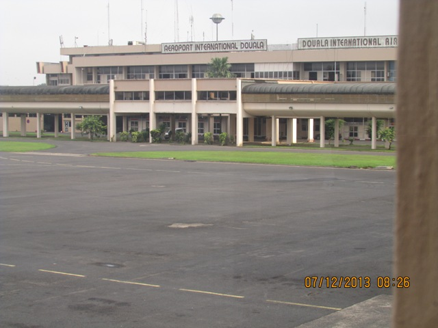 Aéroport Douala by Tjat bass