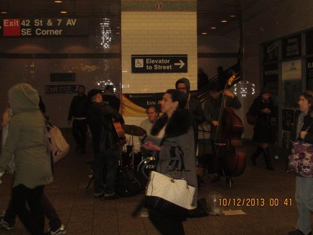 Chanteurs de métro by Tjat Bass